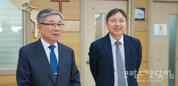 김윤하 목사(좌)와 박영기 본부장(우)